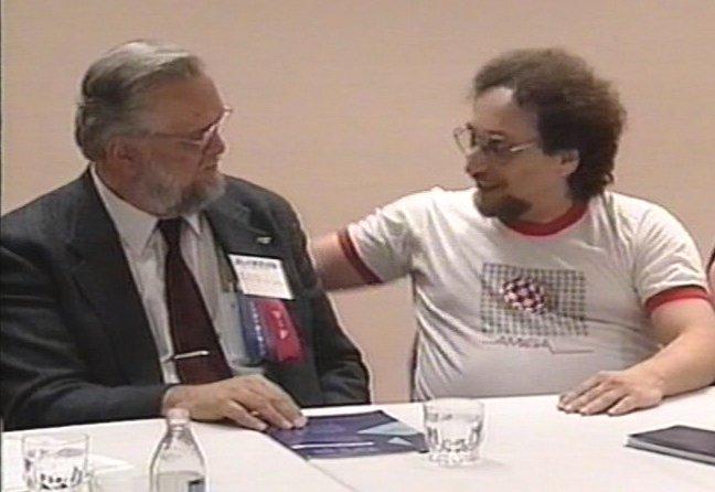 Inzynierowie pracujący nad Amigą występowali publicznie w koszulkach zaprojektowanych w 1994 roku, jeszcze wiele lat po przejęciu przez Commodore.