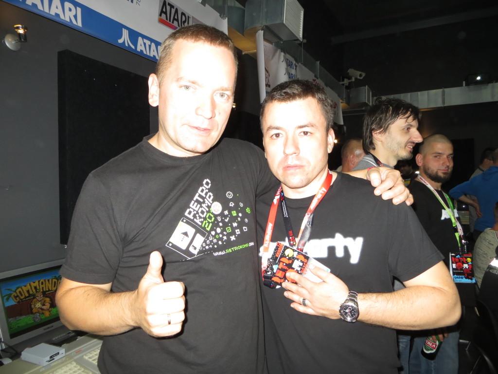 Zagorzały uzytkownik AmigaOS 4 bratający się z członkiem CHAL